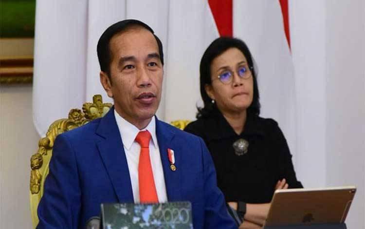 Presiden Jokowi mengikuti KTT Luar Biasa G20 secara virtual bersama Menteri Keuangan Sri Mulyani dari Istana Bogor, Kamis, 26 Maret 2020. KTT ini digelar secara virtual untuk menghindari penularan virus corona. Foto: Biro Pers Sekretariat Presiden/Muchlis Jr