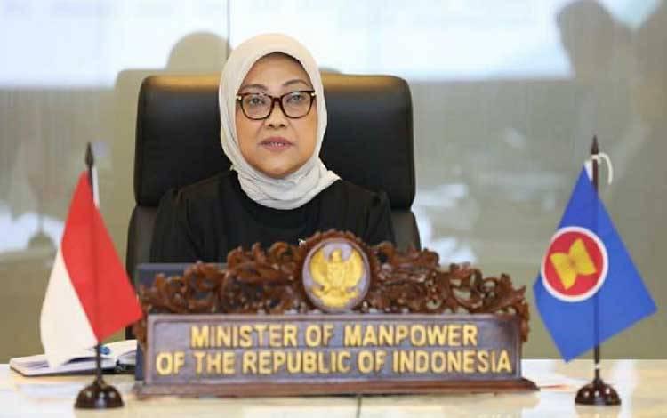Menaker Ida Fauziyah saat pertemuan Tingkat Menteri Tenaga Kerja ASEAN (ALMM) tentang dampak Covid-19 melalui Video Conference di Kemanker, Jakarta, Kamis (14/5/2020)