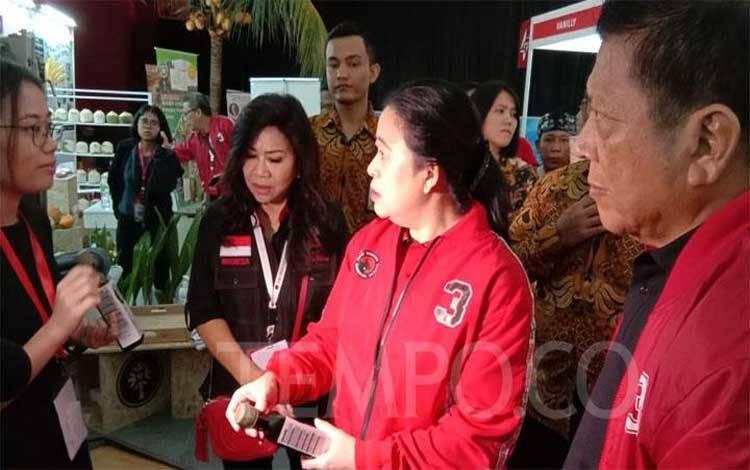 Ketua DPR Puan Maharani meninjau Pameran Rempah-Rempah di Rakernas PDIP di Jiexpo Kemayoran, Jakarta, Sabtu 11 Januari 2020. Tempo/ Fikri Arigi.