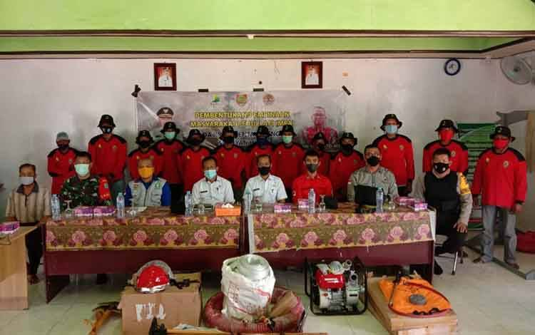 Bhabinkamtibmas Polsek Seruyan Hilir bersama Pemerintah Desa Pematang Limau sosialisasi pencegahan karhutla