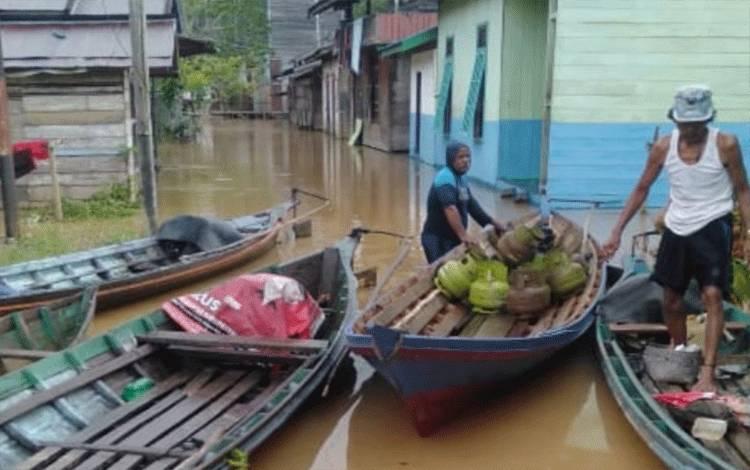 Sejumlah rumah warga di Kecamatan Tewah, Kabupaten Gunung Mas kebanjiran.