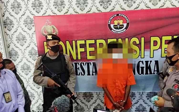 Kapolresta Palangka Raya Kombes Dwi Tunggal Jaladri saat menggelar jumpa pers