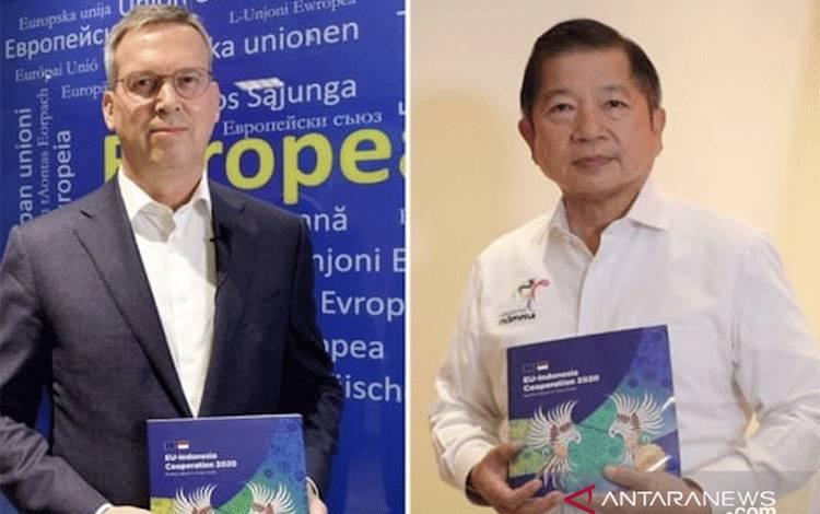 Duta Besar Uni Eropa untuk Indonesia Vincent Piket (kiri) dan Menteri Perencanaan Pembangunan Nasional/Kepala Bappenas Suharso Monoarfa (kanan) dalam acara peluncuran EU-Indonesia Cooperation Publication 2020 yang digelar secara virtual dari Jakarta, Kamis (17/9/2020). (ANTARA/HO-Sekretariat EU Jakarta)