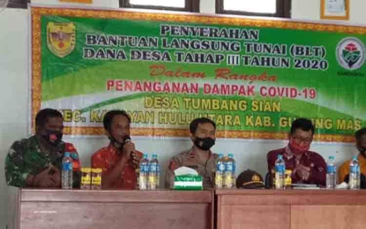 Babinsa Tumbang Miri enghadiri penyaluran BLT DD tahap II di aula Desa Tumbang Sian