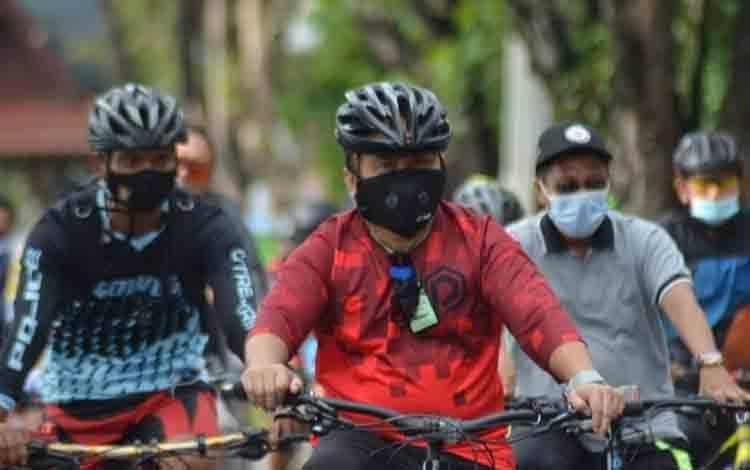 Gubernur Kalteng, Sugianto Sabran bersepeda bersama forkopimda dan komunitas sepeda