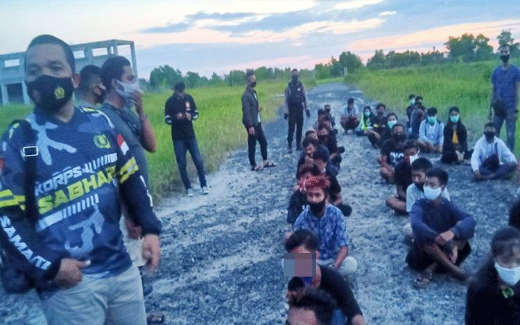 Puluhan anak muda Terjaring balapan liar.