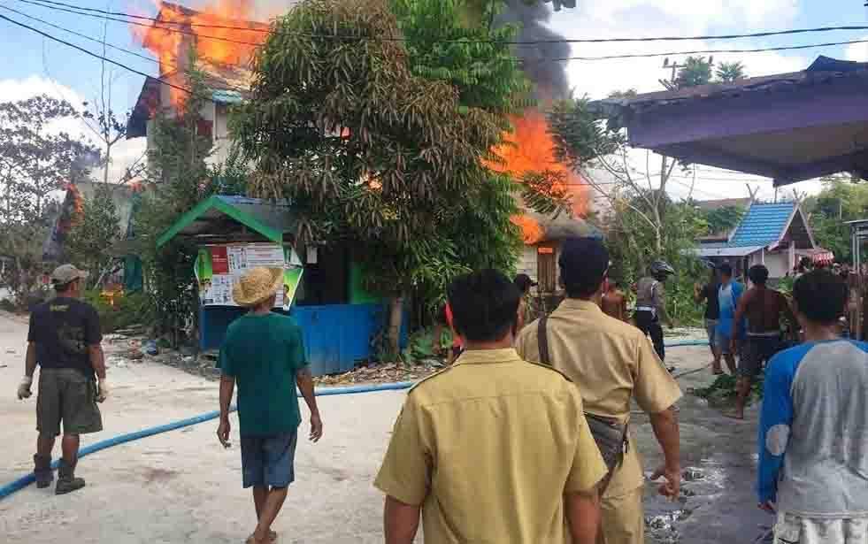 Kebakaran 5 rumah di Desa Goha, Kecamatan Banama Tingang, Kabupaten Pulang Pisau, Senin, 21 September 2020.