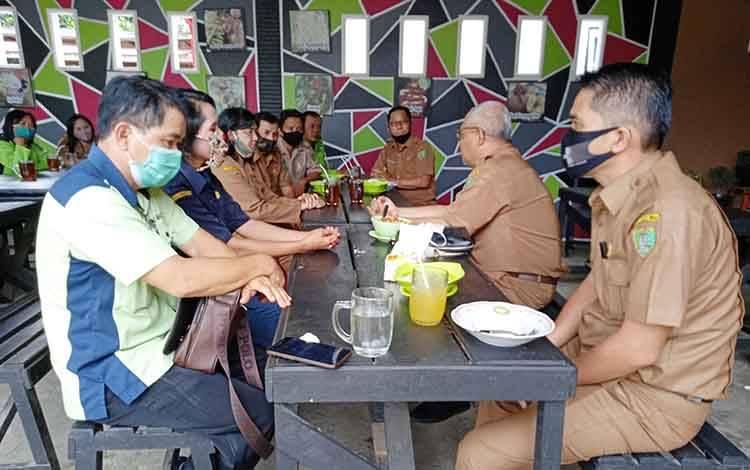 Mantan Kepala Dinas Pertanian Kabupaten Barito Timur, Riza Rahmadi saat berpamitan dengan seluruh koordinator BPP, Selasa, 22 September 2020.