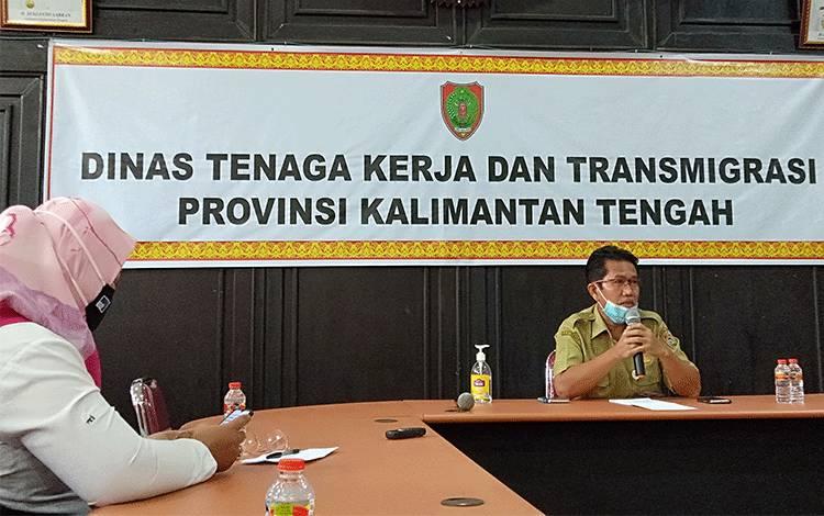Kepala Dinas Tenaga Kerja dan Transmigrasi Provinsi Kalimantan Tengah, Rivianus Syahril Tarigan menyampaikan ke awak media terkait tidak ada usulan transmigrasi.