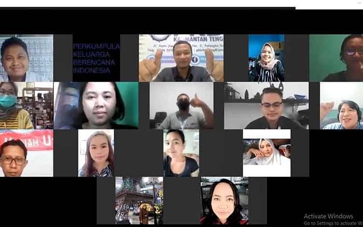 Kegiatan diskusi virtual Proyeksi Dampak Disahkannya RKUHP Terhadap Kesehatan Reproduksi Dan Kesetaraan Gender yang diselenggarakan Aliansi Masyarakat Sipil Kalteng Tunda RKUHP, Rabu 23 September 2020