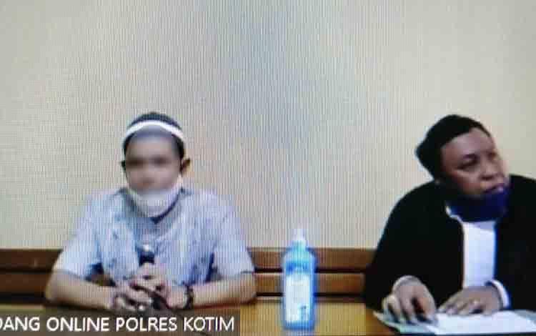 Heriansyah alias Heri terdakwa kasus sabu didampingi penasihat hukumnya Bambang Nugroho.