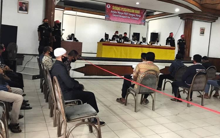 Sidang adat dayak terhadap pengeroyokan seorang warga Dayak dan organisasi PSHT.