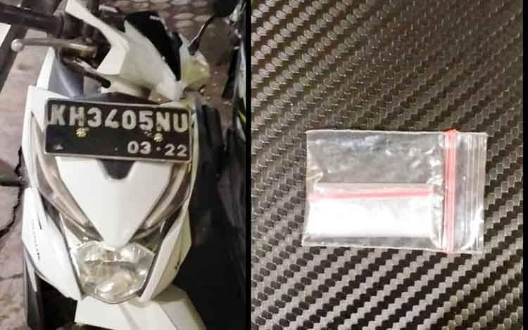 Barang bukti satu paket narkotika jenis sabu dan 1 unit sepeda motor Honda Beat milik tersangka saat diamankan Polisi.