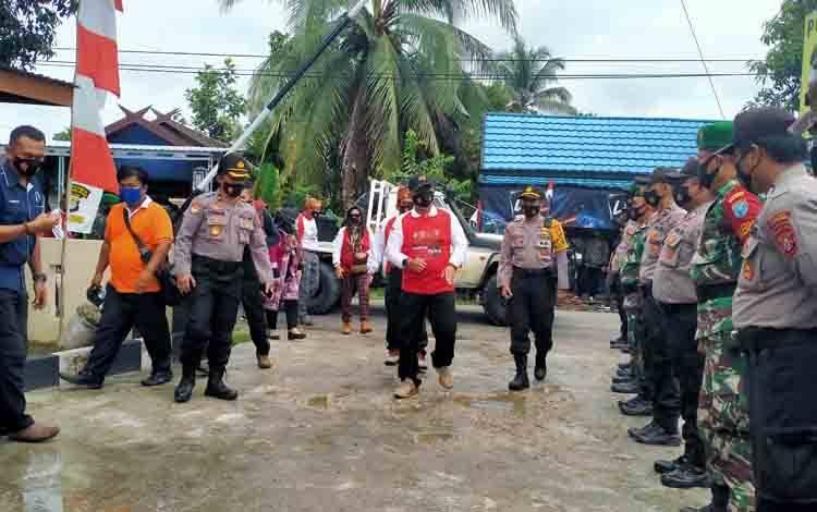 Kapolda Kalteng Irjen Pol Dr. Dedi Prasetyo bersama rombongan dalam kunjungannya ke Gunung Mas, Minggu, 27 September 2020.