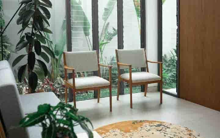 Desain rumah dengan sentuhan alam karya MIVEWORKS. (sumber : arsitag.com)