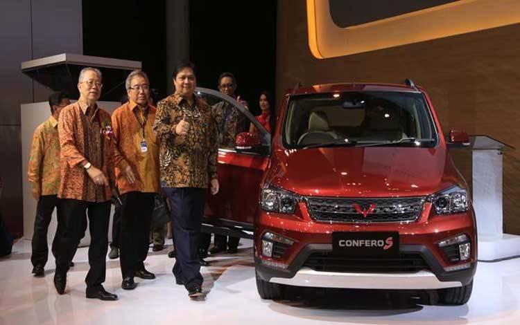 Sejak peluncurannya pada Agustus 2017, Wuling Confero mencatatkan penjualan sebanyak 3918 unit. MPV buatan Wuling tersebut berhasil meraih predikat Indonesia Car of The Year 2017, versi mobilmotor. Dengan prestasi tersebut, Wuling berpotensi menjadi pesaing baru di kelas MPV tahun depan. TEMPO/Amston Probel
