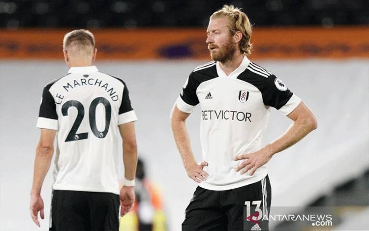 Ekspresi lesu pemain Fulham usai timnya dikalahkan Aston Villa 0-3 di Craven Cottage, London, Inggris pada 28 September 2020.(Pool via REUTERS/WILL OLIVER)