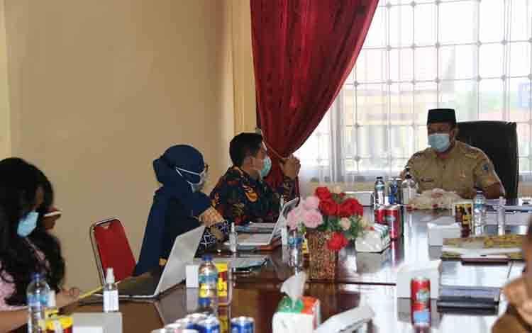 Kasubbag Pemantauan dan Penyidikan Komnas HAM RI, Nurjaman, saat meminta keterangan Pemkab Lamandau soal Kinipan - PT SML, Selasa 29 September 2020.
