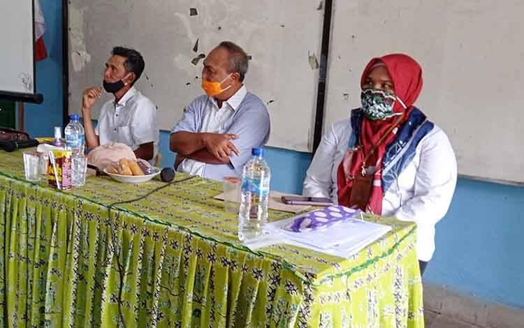 Plt Kadisdik Provinsi Kalimantan Tengah Mofit Saptono Subagio, saat melakukan kunjungan kerja ke Kabupaten Barito Timur