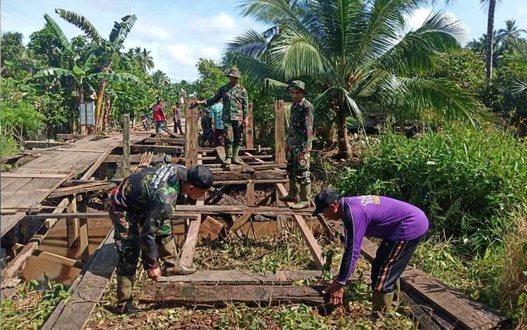 Program TMMD Kodim 1015 Sampit Rehab Jembatan di Pulau Hanaut