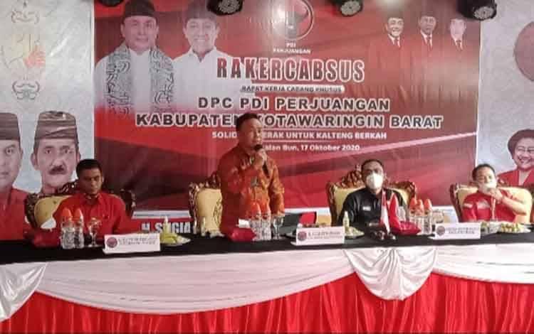 Cagub Kalteng nomor urut 02 Sugianto Sabran paparkan visi dan misinya pada kader PDIP Kobar, Sabtu, 17 Oktober 2020