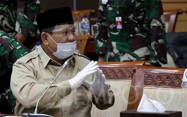Menteri Pertahanan Prabowo Subianto saat bersiap mengikuti rapat kerja dengan Komisi I DPR RI di Kompleks Parlemen, Senayan, Jakarta, Rabu, 9 September 2020. (foto : TEMPO/M Taufan Rengganis)