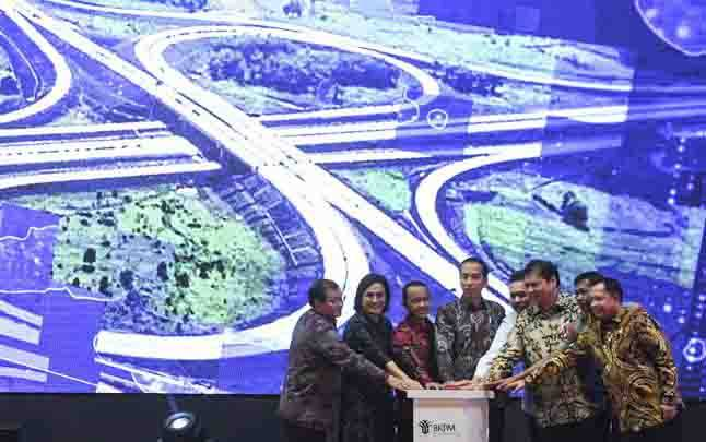 Presiden Joko Widodo bersama sejumlah menteri dan pimpinan lembaga negara saat pembukaan Rakornas Investasi 2020 di Jakarta, Kamis 20 Februari 2020. (foto : ANTARA FOTO/Hafidz Mubarak A)