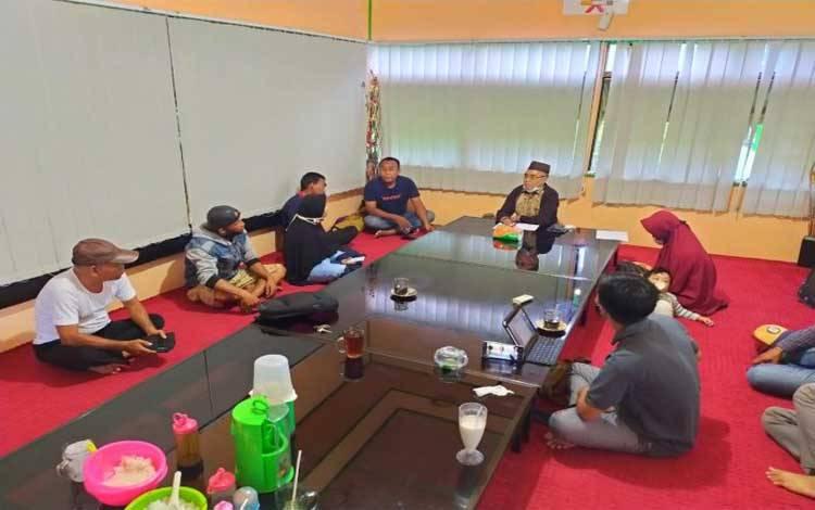 Bidang Humas Polda Kalteng dan pembantu Rektor III IAIN Palangka Raya, melakukan mediasi warganet yang berseteru di media sosial, hasil damai