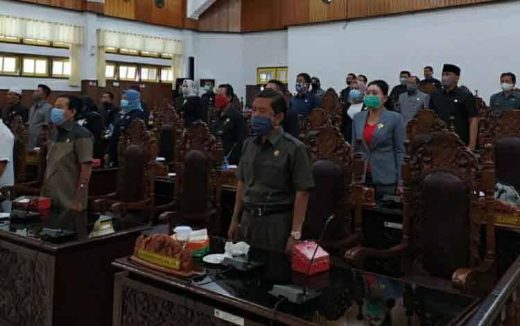 Suasana saat DPRD Kapuas menggelar rapat paripurna pengumuman nama-nama Pansus Interpelasi pada Senin, 19 Oktober 2020.