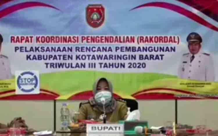 Bupati Kobar Nurhidayah saat pembukaan  Rakordal Triwulan III 2020