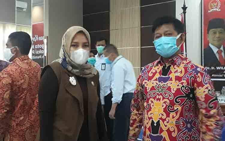 Anggota DPRD Kobar Wanti Septia Utami (kiri).