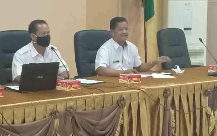 Plh Sekda Seruyan Djainuddin Noor saat menyampaikan arahan pada pelaksanaan pra rakordal, Rabu, 21 Oktober 2020.