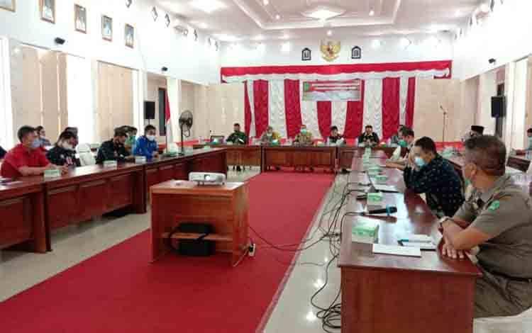 Rapat pemantapan kesiapan dukungan kelancaran penyelenggaraan Pilkada 2020 di aula kantor Bupati Sukamara, Kamis, 22 Oktober 2020.
