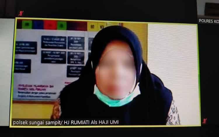 Hj Rusmiati alias Hj Umi terdakwa kasus sabu.