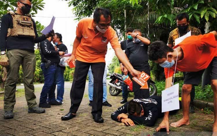 Rekonstruksi kasus pengeroyokan terhadap seorang polisi