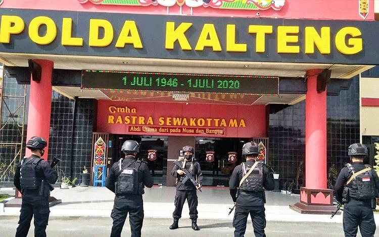 Personel Satbrimob Polda Kalteng saat melaksanakan apel kesiapsiagaan pengamanan selama tahapan Pilkada 2020.