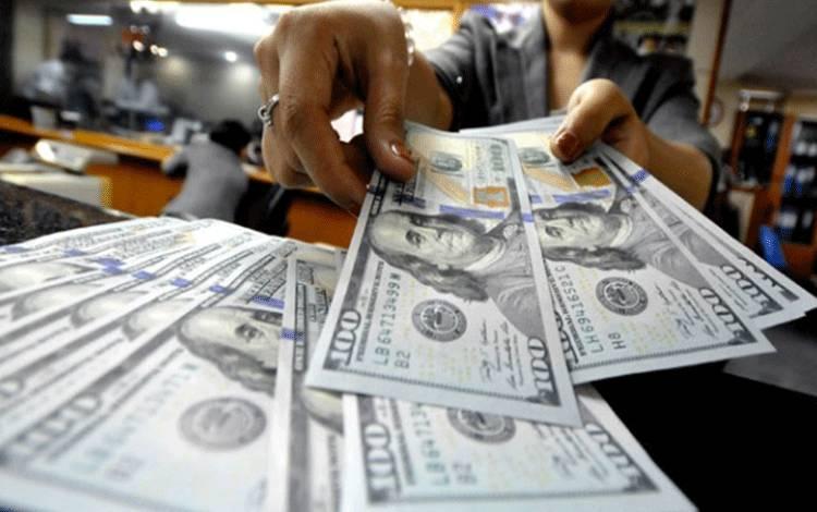 Ilustrasi mata uang dolar Amerika. TEMPO/Tony Hartawan