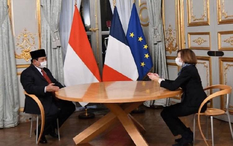 Menhan RI Prabowo Subianto dan Menhan Prancis Florence Parly di Kantor Kementerian Pertahanan Prancis di Paris, Rabu, 21 Oktober 2020, (KBRI)