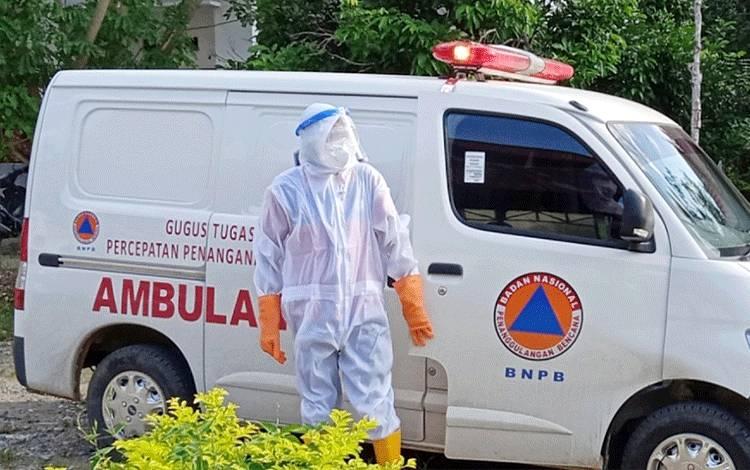 Ambulans Gugus Tugas Covid-19 Barito Timur mengantar pasien ke tempat isolasi