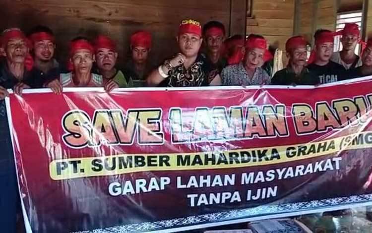 Warga Desa Laman Baru menuntut ganti rugi atas lahan yang digarap PT SMG