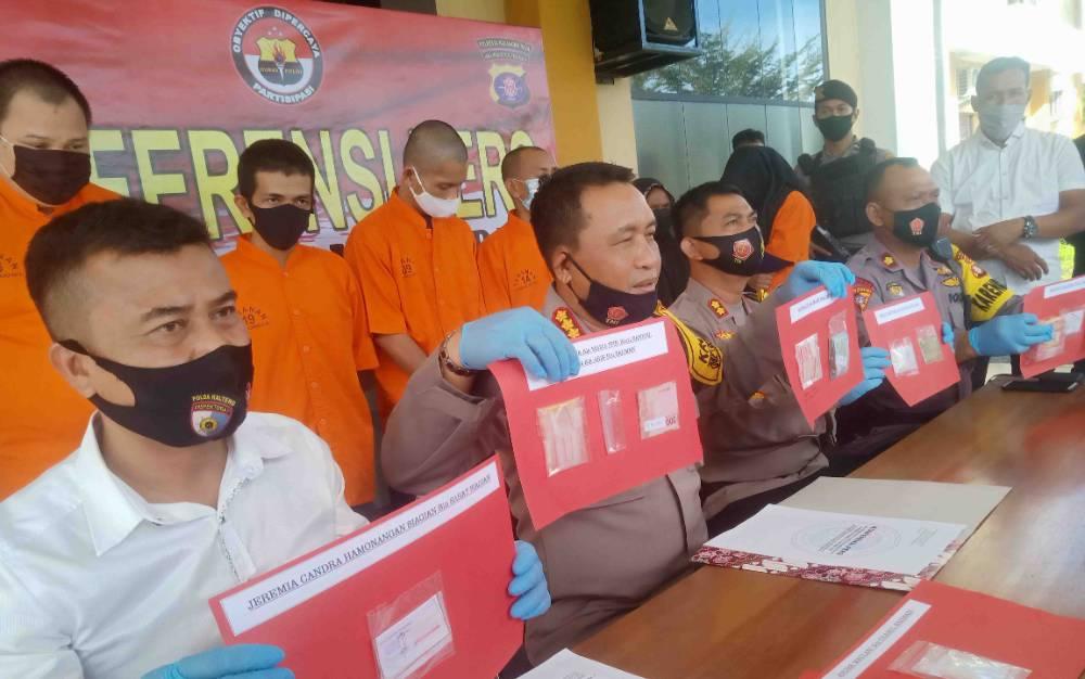 Ekspos pengungkapan kasus narkoba dengan 8 tersangka di Polresta Palangka Raya, Senin, 26 Oktober 2020.