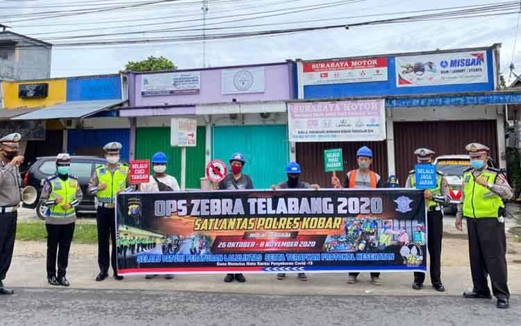 Personel Satlantas Polres Kobar saat melakukan Operasi Zebra Telabang 2020.