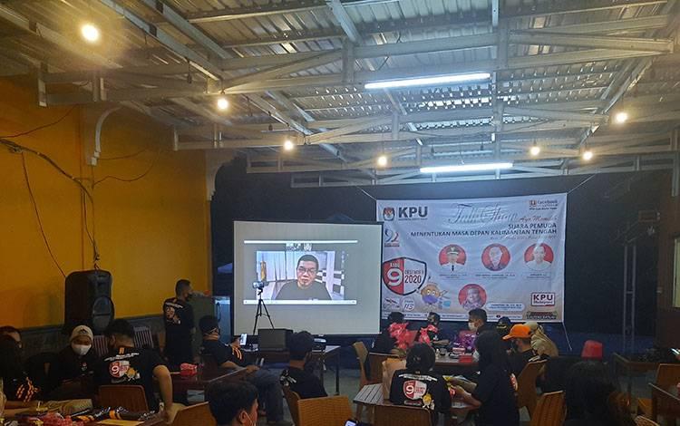 Bupati Bartim Ampera AY Mebas menjadi pembicara di acara talk show yang digelar KPU setempat dengan cara daring
