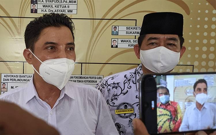 Bupati Kotim Supian Hadi (kiri) mengatakan, dua oknum kepala dinas di Kotim dinonaktifkan karena salahgunakan wewenang.