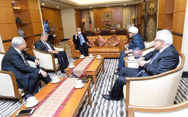 Pemimpin UMNO dan PAS saat bertemu Perdana Menteri Tan Sri Muhyiddin Yassin. ANTARA Foto/Telegram-Zahid Hamidi (1)
