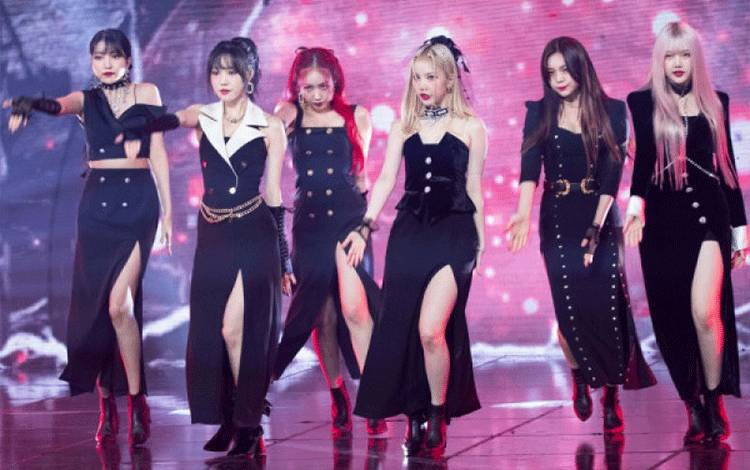 GFRIEND Grup K-pop GFriend tampil di program Show Champioo di MBC Dream Center, Goyang, Korea Selatan, 22 Juli 2020 (Lee Young Ho/Sipa USA via Reuters/Young Ho)