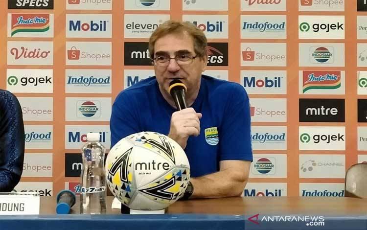 Pelatih Persib Bandung Robert Rene Alberts