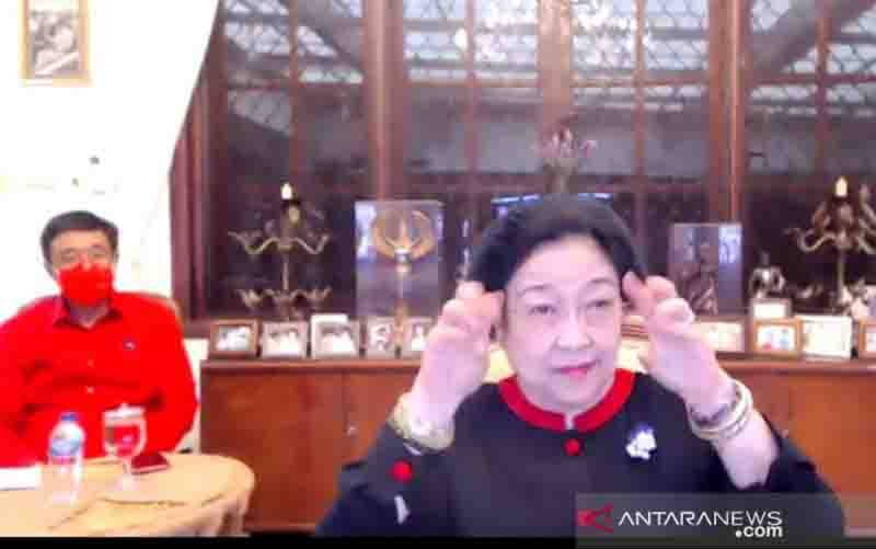 Ketua Umum DPP PDI Perjuangan Megawati Soekarnoputri saat memberikan arahan dalam Rapat Koordinasi Bidang DPP PDIP dengan tema Gerakan Menanam dan Politik Anggaran: Kebijakan Terobosan Investasi, secara daring, Sabtu (31/10/2020). (foto : ANTARA/Syaiful Hakim)