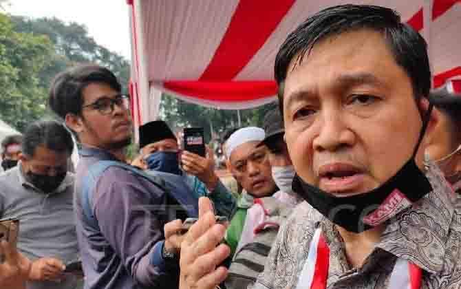 Ketua Komite Eksekutif Koalisi Aksi Menyelamatkan Indonesia (KAMI), Ahmad Yani, ditemui usai acara deklarasi di lapangan Tugu Proklamasi, Jakarta, 18 Agustus 2020. (foto : TEMPO/Ahmad Faiz)