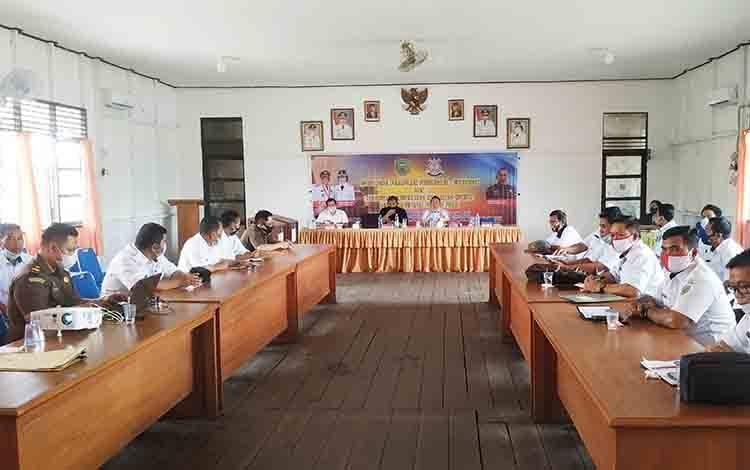 Pemkab Pulang Pisau bersama Kejaksaan Negeri Pulang Pisau menggelar Sosialisasi Peraturan Perundang-undangan dan Jaringan Dokumentasi Informasi Hukum.